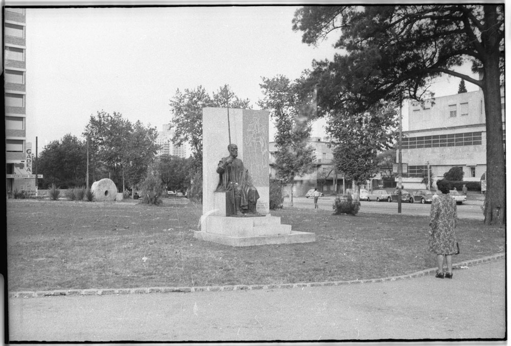 Monumento a Ansina. Año 1972.(Foto:11765FMHGE.CMDF.IMM - Autor: s.d./IMM). Agradezco a Daniel Sosa, Director del Centro de Fotografía de Montevideo (http://cdf.montevideo.gub.uy/) por facilitarme las fotos del monumento para mi investigación.