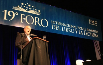 Mempo Giardinelli abre el XIX Foro Internacional para el Fomento del Libro y la Lectura, Resistencia, Chaco, Argentina.